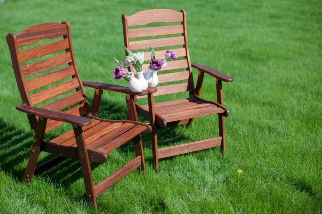 Wood antique furniture in the sun to remove odor