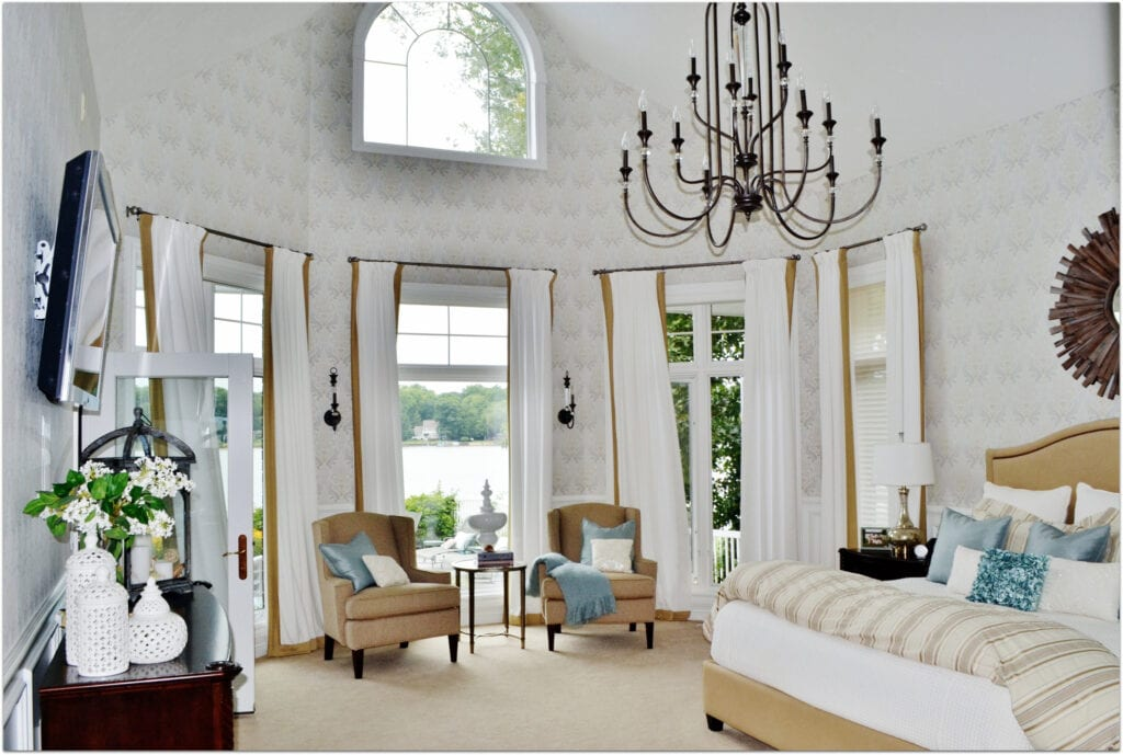 High ceilings in a bedroom