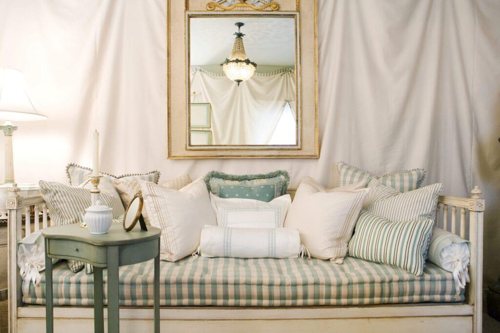 shabby chic interior design living room