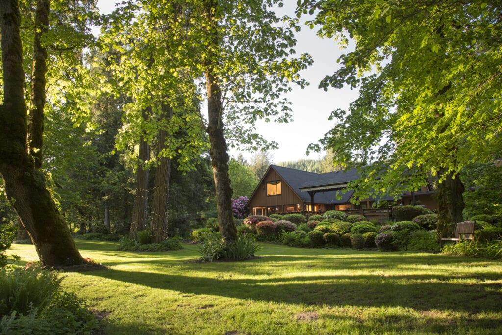 of House with lush gardens, Eagle Rock Lodge,McKenzie River, Vida, Oregon, USA