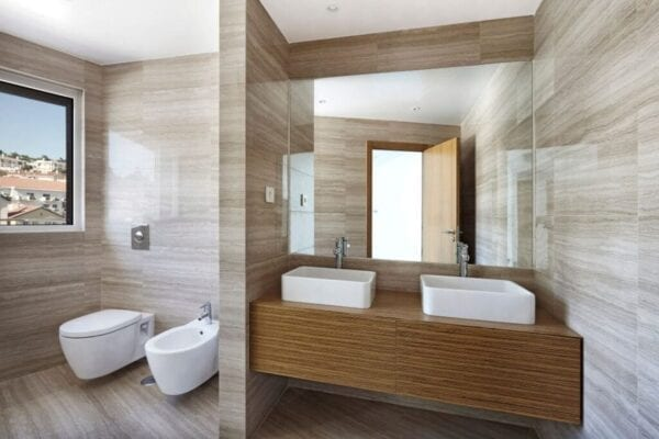 Mirror in small bathroom makes the space feel bigger