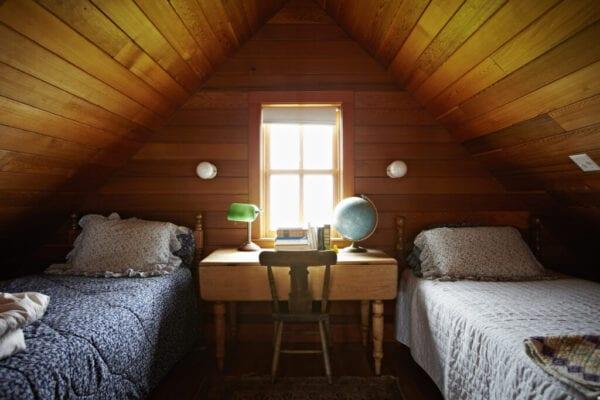 Childs bedroom in rustic cabin