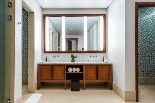 Beautiful Large Bathroom in Luxury Hotel