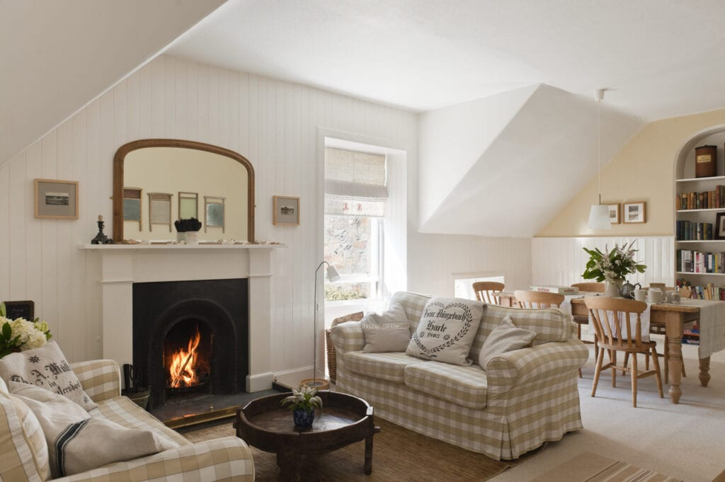 Open-plan sitting room and diner with white and beige gingam sofas (Ektorp from Ikea)