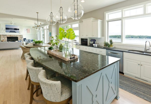 Two Toned Kitchen Cabinet Trend, Are Two Tone Kitchen Cabinets In Style 2020