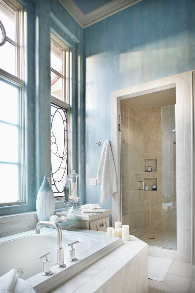 Blue wallpaper in bathroom