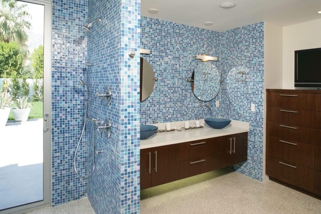Multishade blue tiles in bathroom