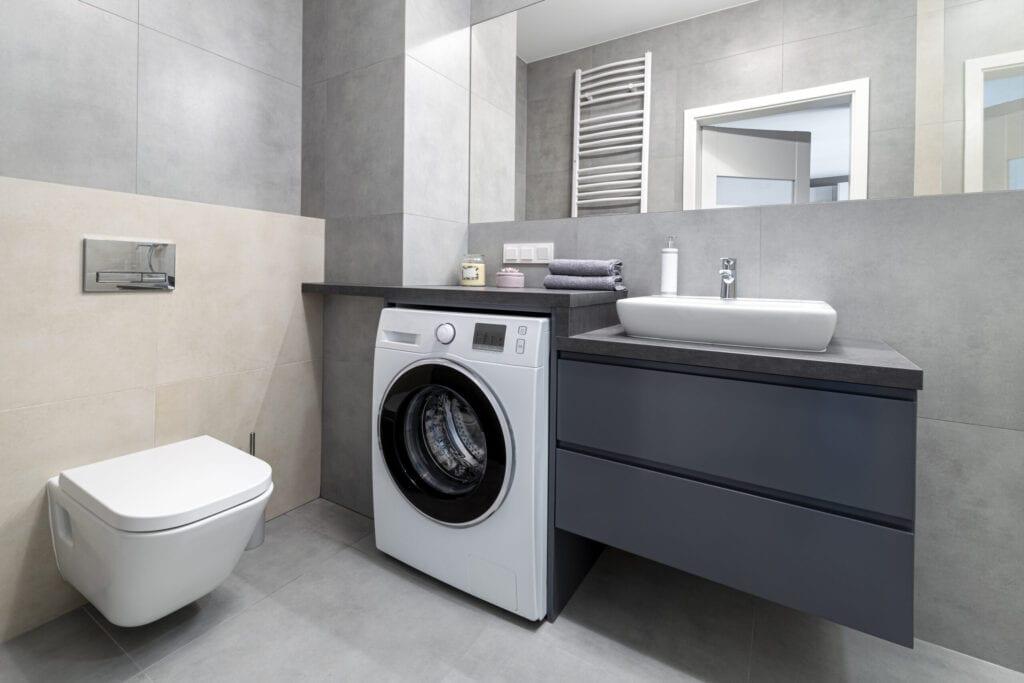 Design d'intérieur de salle de bain moderne aux couleurs gris et sable
