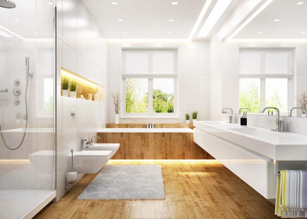 Salle de bain blanche de luxe dans une grande maison moderne