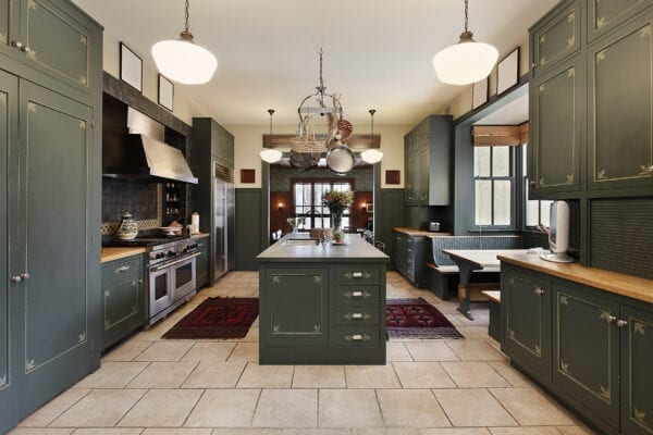 green cabinets kitchen 2021 trend