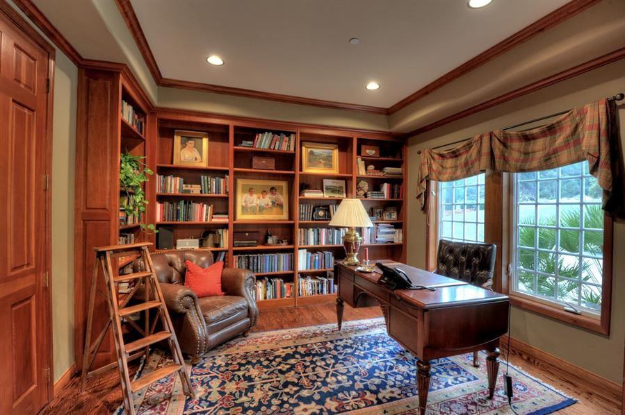 30 Classic Home Library Design Ideas (14)