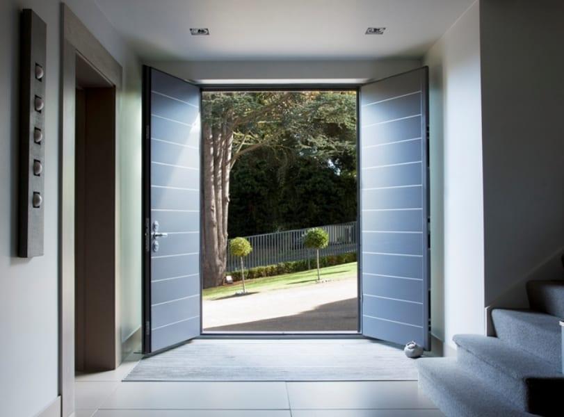 Exterior door sturdy