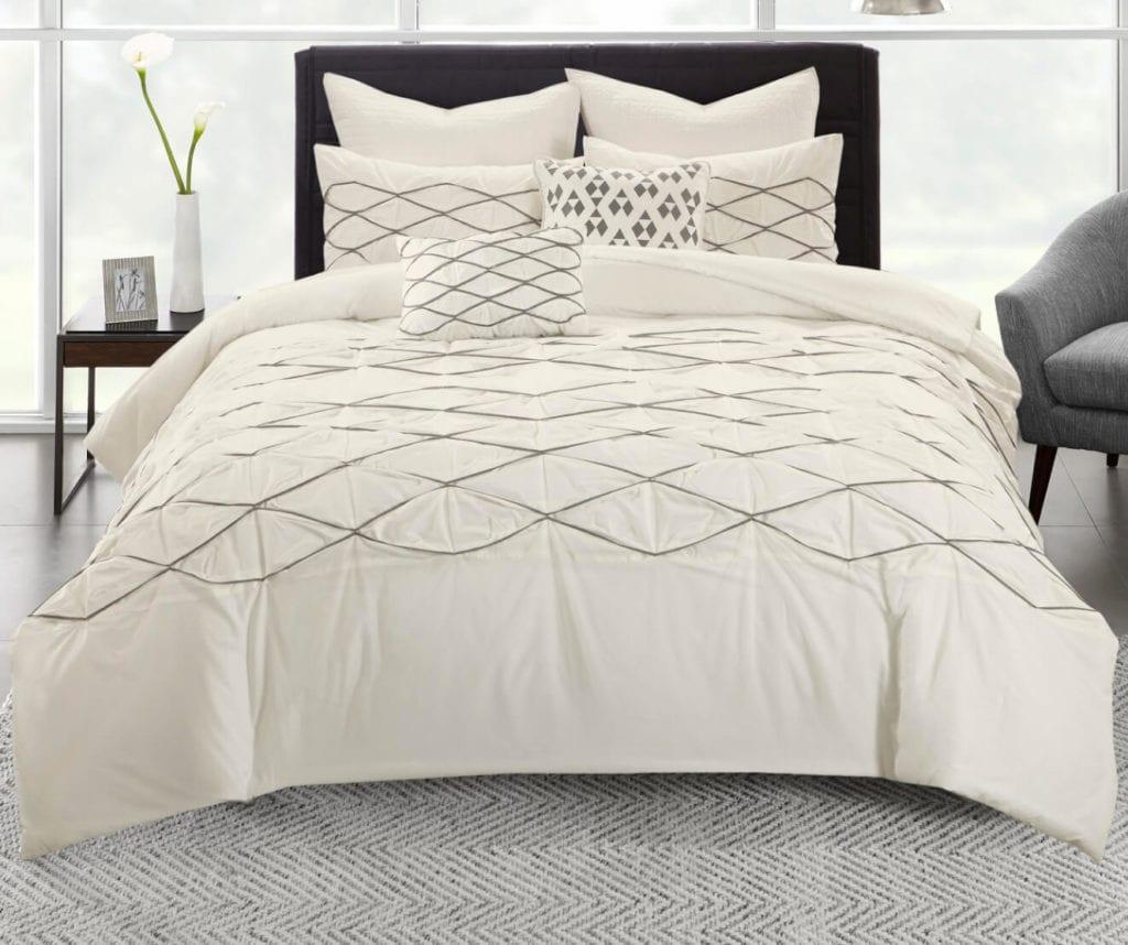 White dorm bedding set
