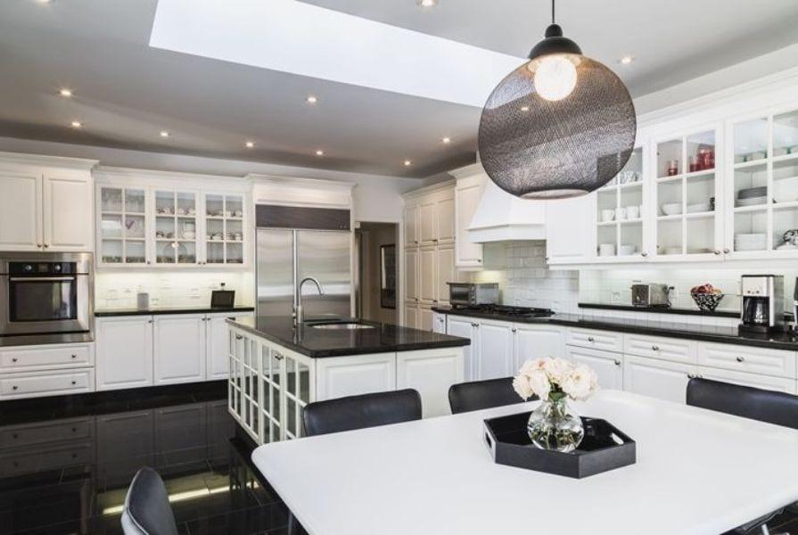 Color black in kitchen