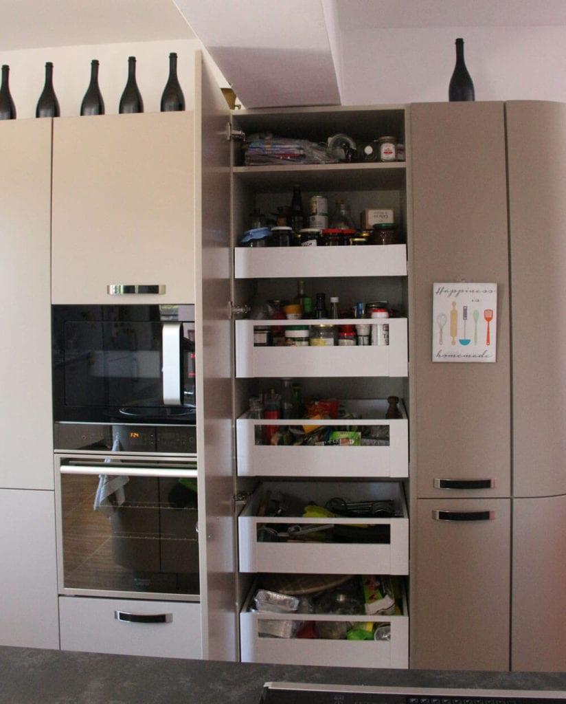 TV studio kitchen for Oana Grecea by Euphoria Kitchens Hall (17)