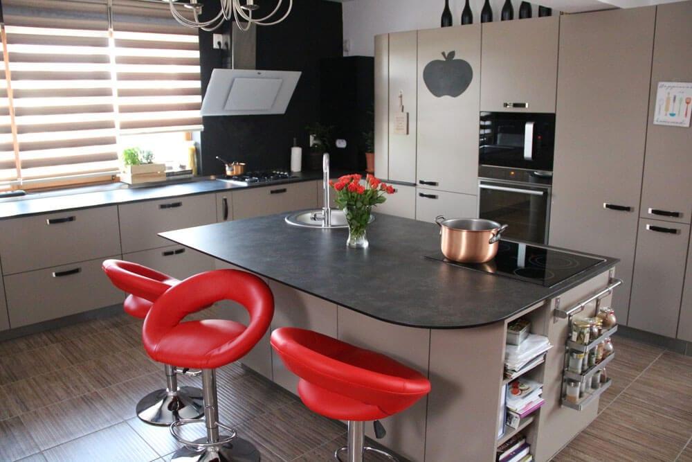 TV studio kitchen for Oana Grecea by Euphoria Kitchens Hall (4)