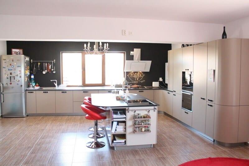 TV studio kitchen for Oana Grecea by Euphoria Kitchens Hall (7)