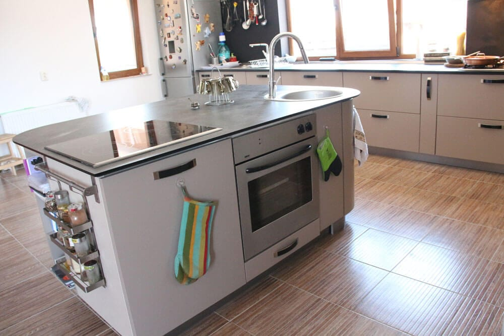 TV studio kitchen for Oana Grecea by Euphoria Kitchens Hall (9)