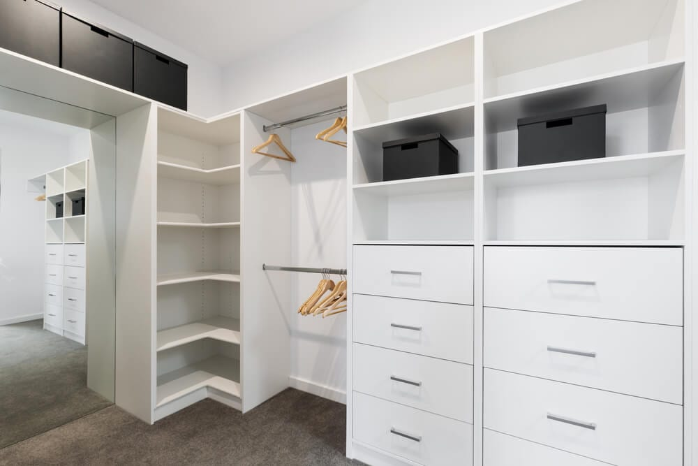Walk-in Closets Light Style