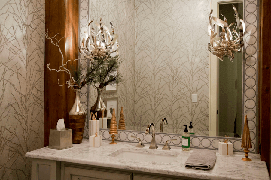 bathroom holiday decor