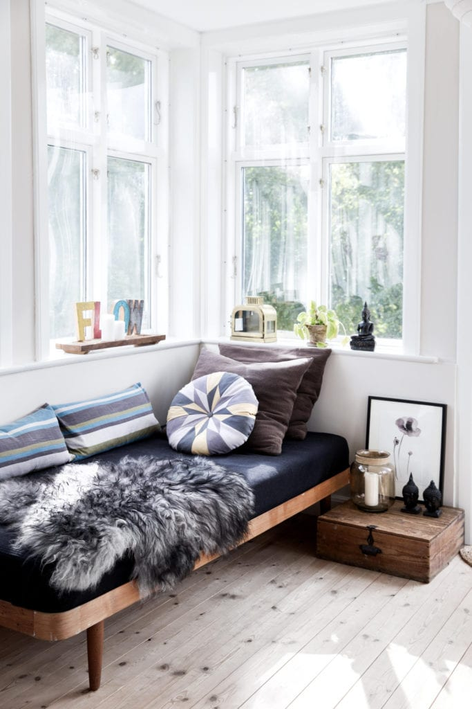 farmhouse-blue-daybed