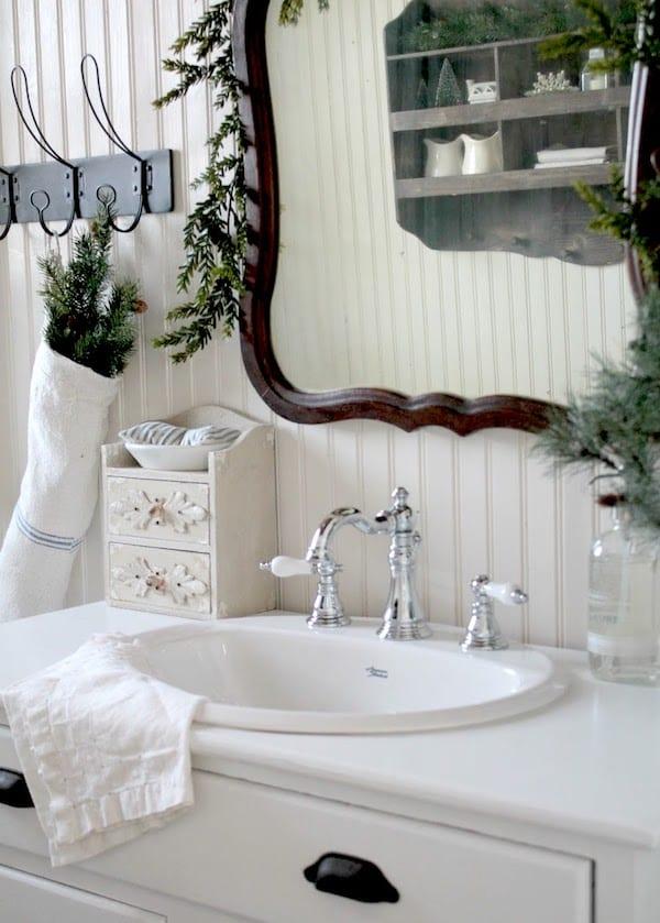 holiday bathroom decorations