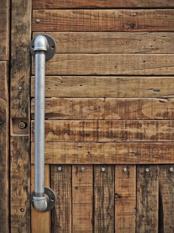 Pipe door handle