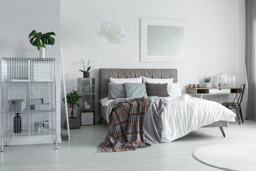 Guest bedroom with desk
