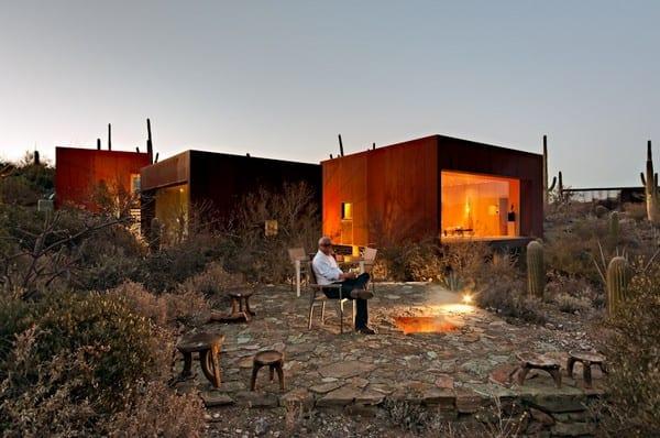 Nestled Between Cactuses: The Desert Nomad House, Arizona