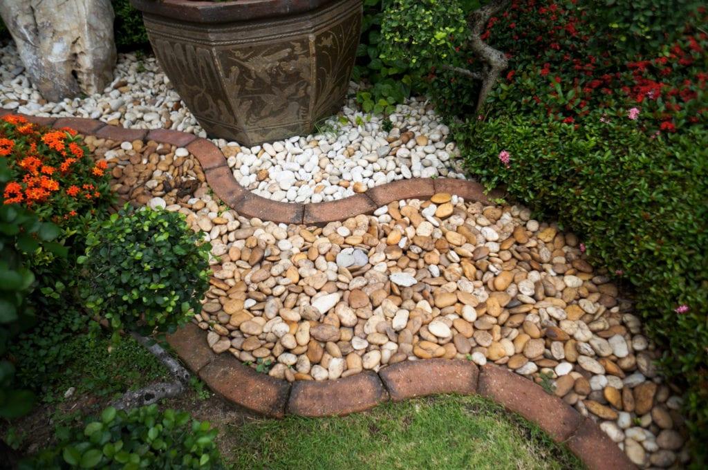 15 Cheap No Grass Backyard Ideas | MYMOVE on Cheap Backyard Ideas No Grass  id=91355