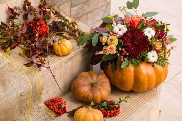 Create a pumpkin vase for your Thanksgiving centerpiece!