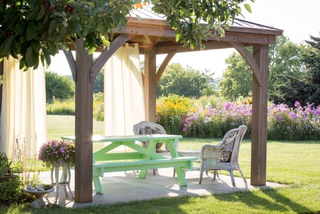 Backyard pergola for shade and comfort